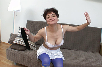Short-haired mature woman masturbate