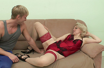 Blonde mom seduces an athletic guy