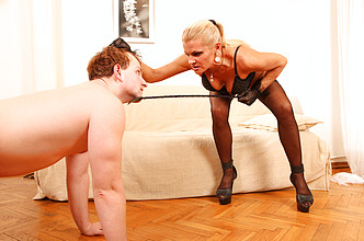 Mature lady pussy licking, pissing